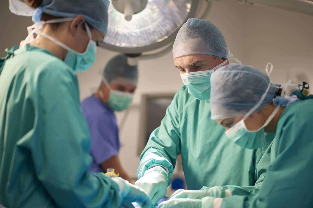 Como-fazer-uma-cirurgia-plastica-de-forma-segura-1200x797.png